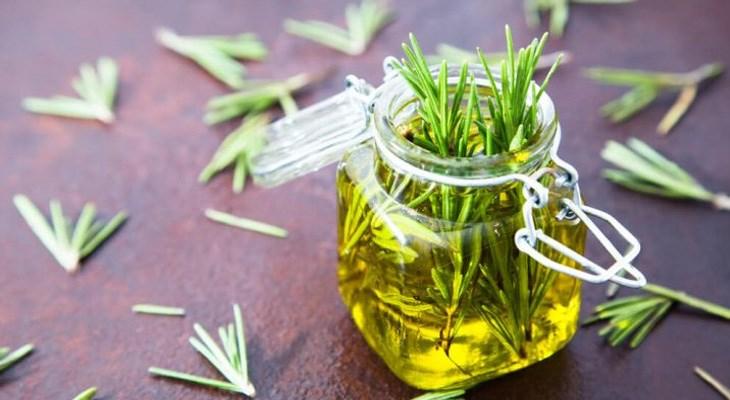 Bước 5 Thành phẩm Tinh dầu thảo dược từ hương thảo tươi